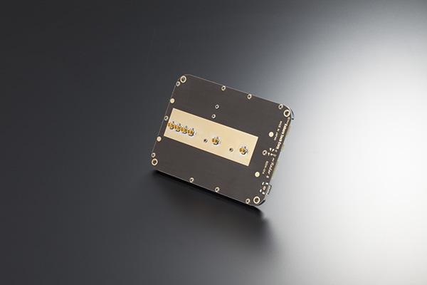 miRadar 8 モジュールのアンテナを取り換えることができる、コネクタバージョン